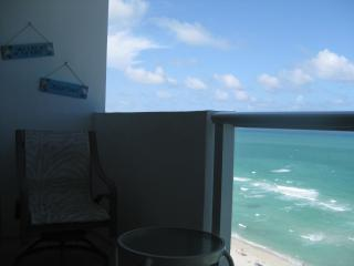 MIAMI BEACH OCEAN FRONT APARTMENT WITH A BALCONY - Miami Beach vacation rentals