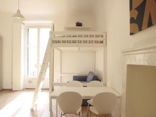 Lovely 1 bedroom Milan Apartment with Internet Access - Milan vacation rentals