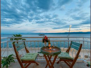 TOP LOCATION! BEACH & CENTER apartment in BOL - Island Brac vacation rentals