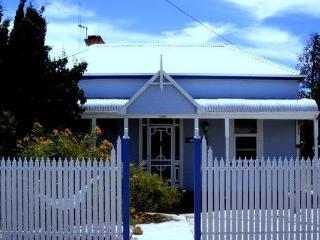 OVERLANDERS   - HISTORICAL, QUIET AND COMFORTABLE - Broken Hill vacation rentals