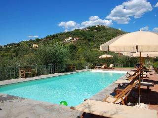 Lovely spacious apartment in agriturismo with pool - Castelnuovo Magra vacation rentals