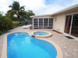 Wilton-on-the-Water: Pool and Jacuzzi Tub. - Fort Lauderdale vacation rentals