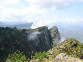 IRENTE CHALET discover cliff views and rainforests - Mombo vacation rentals