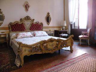 Noble's Residence with canal view in S. Marco - Venice vacation rentals