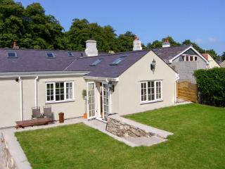 BRAMLEY COTTAGE, woodburner, cosy traditional cottage, close to the coast, castle and amenities, in Beaumaris, Ref. 24915 - Beaumaris vacation rentals