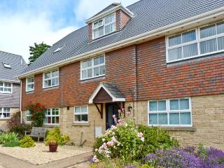HOLIDAY COTTAGE, family friendly, with a garden in Yarmouth, Isle Of Wight, Ref 28198 - Isle of Wight vacation rentals