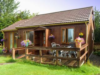 GLEN PEAN, detached timber cottage, single-storey, decked area, good walking in area, in Corpach, near Fort William, Ref 28289 - Fort William vacation rentals