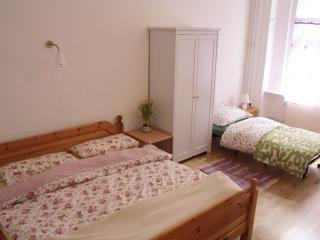 Elena's Cozy Apartment with 2 Bedrooms and Free Wifi - Berlin vacation rentals