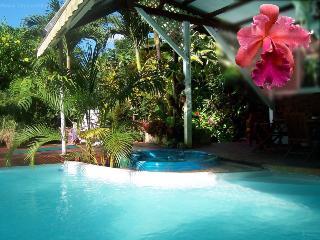Le Parc aux Orchidees, cottage Liane de Jade - Pointe-Noire vacation rentals