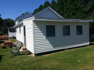 Perfect Cottage with Stove and Television - York Beach vacation rentals