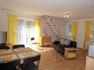 Vacation Apartment in Kaiserslautern - 807 sqft, new, quiet, on the edge of the woods (# 4294) - Kaiserslautern vacation rentals