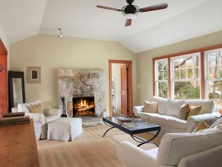 East Hampton Home 2 blocks from Beach - East Hampton vacation rentals