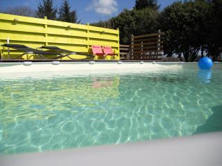 Ty Flowery, a Breton cottage with a swimming pool. - Saint Caradec vacation rentals
