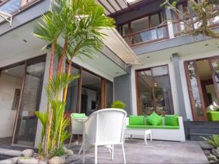 Villa Naree, 2 bedroom house, Batubelig, Seminyak - Kuta vacation rentals