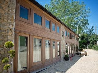 The Wagon Shed, 6 bedroom barn with Hot tub Devon - Kilmington vacation rentals