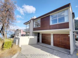 Superb Beeches apartment: luxe furnishings, steps to downtown, views! - Queenstown vacation rentals