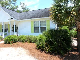 Perfect 2 bedroom Oak Island House with A/C - Oak Island vacation rentals