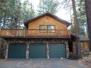 Charming Tahoe Ski getaway with Wifi/Hot-tub/Pool-table (4BR/2.5BR) *Centrally Located* - South Lake Tahoe vacation rentals