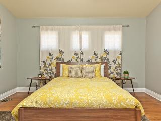 2BD/1BA - Spacious Home in Historic Hyde Park - Austin vacation rentals