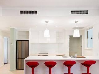 Amazing 3 bedroom apartment on Hastings Street, Noosa Heads - Noosa vacation rentals