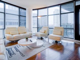 Toronto Luxury Exquisite Suite Balcony - Toronto vacation rentals