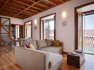 Spacious modern rustic style full of character apartment in picturesque Alfama quarter - Lisbon vacation rentals