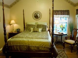 Royal Oak Cottage at the Pomegranate B&B - Granbury vacation rentals