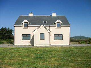 TORANN NA DTONN, open fire, pet-friendly, en-suite facilities, lovely views near Ballinskelligs Ref. 10897 - Ballinskelligs vacation rentals