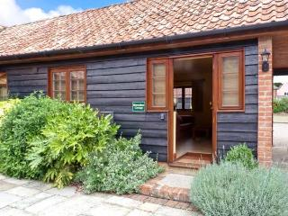 HORSESHOE, stable conversion, all ground floor, rural location, shared grounds containing large pond, near Little Glenham and Saxmundham, Ref 28095 - Saxmundham vacation rentals
