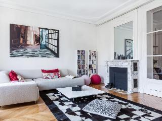 Great 3 Bedroom Parisian Apartment at Rue Cortambert - Paris vacation rentals