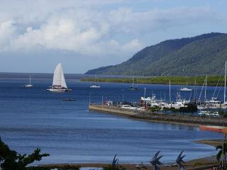 APARTMENT WITH OCEAN VIEWS CENTRAL Cairns LOCATION - Cairns vacation rentals