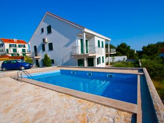 Apartment Yvonne - Cove Makarac (Milna) vacation rentals