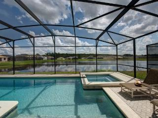 TROPICAL BREEZE with POOL/JACUZZI near DISNEY - Kissimmee vacation rentals