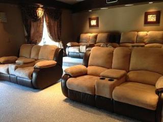 LAVISH HOME W/PRIVATE HOME THEATER & POOL - YOUR LAS VEGAS RETREAT AWAITS! - Las Vegas vacation rentals