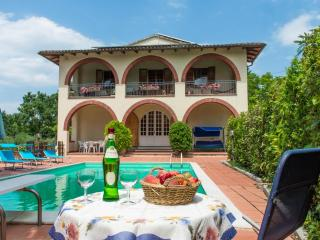 Il Querceto Apartments - Perugia vacation rentals