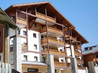 Spacious 4 bed apartment with wonderful views - Morillon vacation rentals