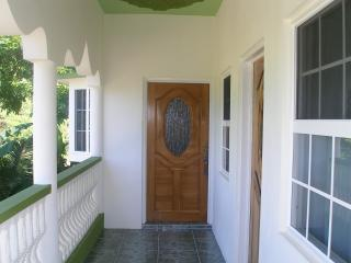 Cozy House in Port Antonio with Porch, sleeps 6 - Port Antonio vacation rentals