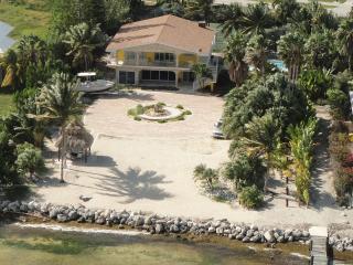 Direct Oceanfront Luxury Getaway w/ Pool & Dockage - Marathon vacation rentals