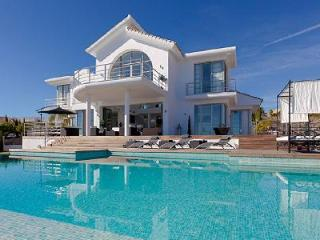 Villa Alboran offers heated floors, amazing outdoor features and access to golf - Marbella vacation rentals