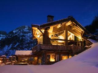 Chalet Kilimanjaro- exquisite Val d'Isere view,  Ski-in/Ski out- jacuzzi & staff - Rhone-Alpes vacation rentals