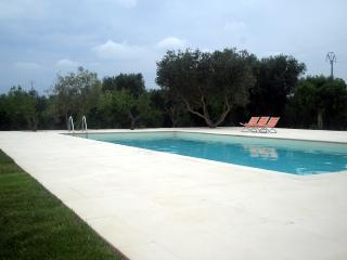 Trulli Tarturiello, hilltop big trullo with nice pool - Locorotondo vacation rentals