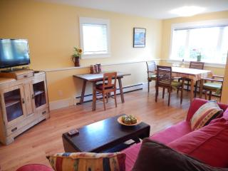 MYRTLE SUITE - MOUNTAIN VIEW; CENTRAL, LOVELY AREA - Vancouver vacation rentals