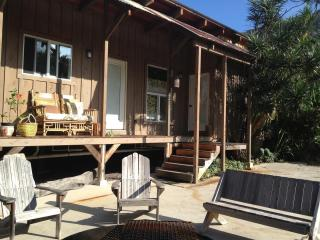 Cozy 1 bedroom Captain Cook Cottage with Deck - Captain Cook vacation rentals