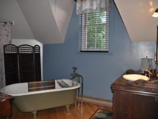 Beautiful 4 bedroom House in Amos - Amos vacation rentals
