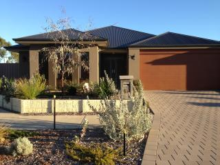 Jarelle House (Air-conditioned & Free Wifi) - Perth vacation rentals