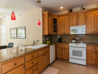 Free Rental Car* - Regency 810, Wonderful condo in the heart of Poipu a short walk to beaches, a/c, Pool, hottub, bbq - Poipu vacation rentals