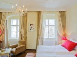 LLAG Luxury Double Rooms in Spitz (Austria) - 377 sqft, modern, historical, family, breakfast included… - Spitz vacation rentals