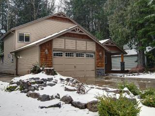Mount Hood Getaway with Hot Tub - Welches vacation rentals