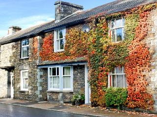UPPER TWEENWAYS, open plan living area, cosy apartment, fantastic central location in Ambleside, Ref. 24671 - Lake District vacation rentals