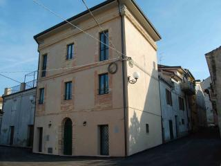 Comfortable 2 bedroom Ortona Bed and Breakfast with A/C - Ortona vacation rentals